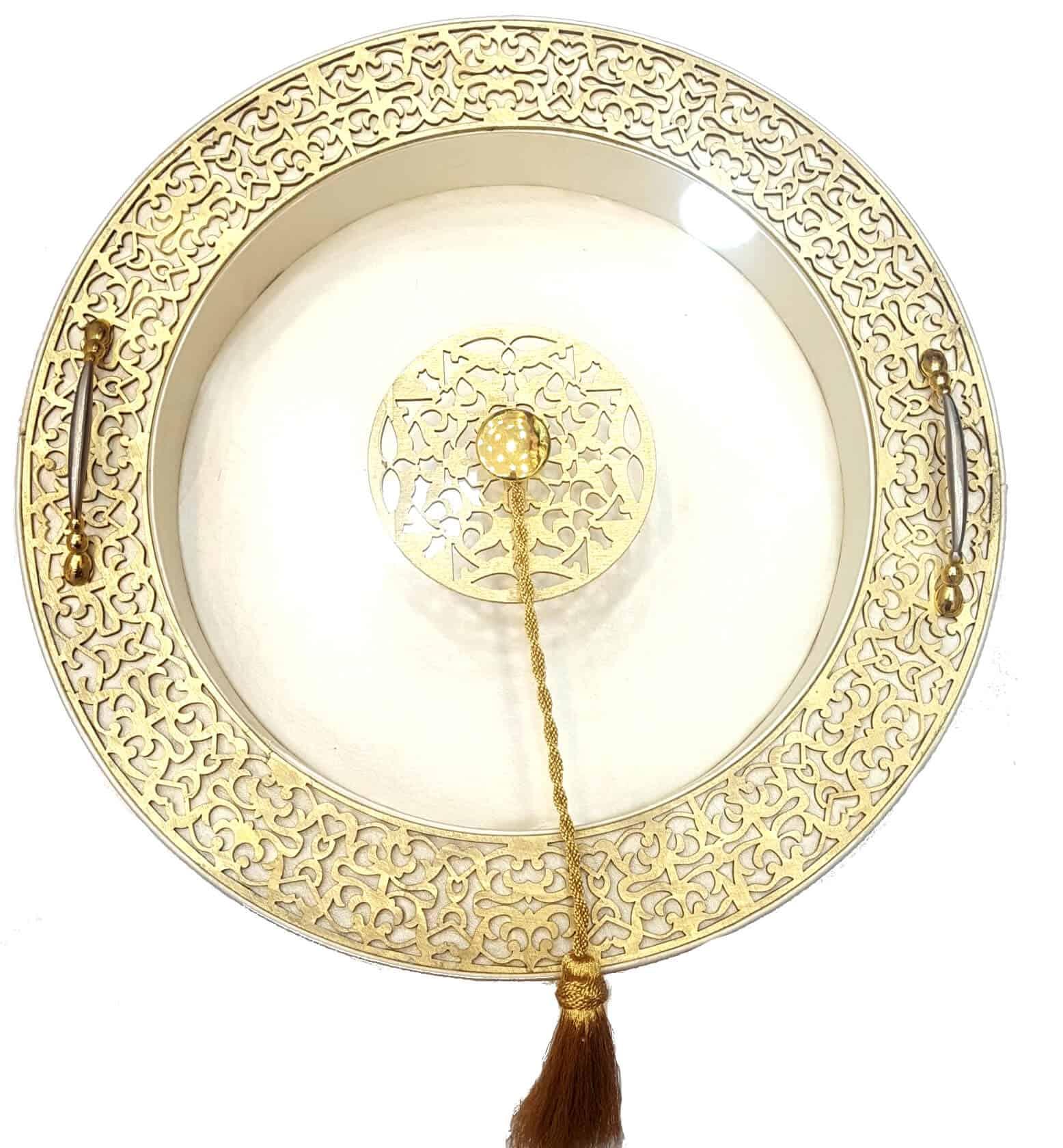Boite dorée avec des gravures en Oud