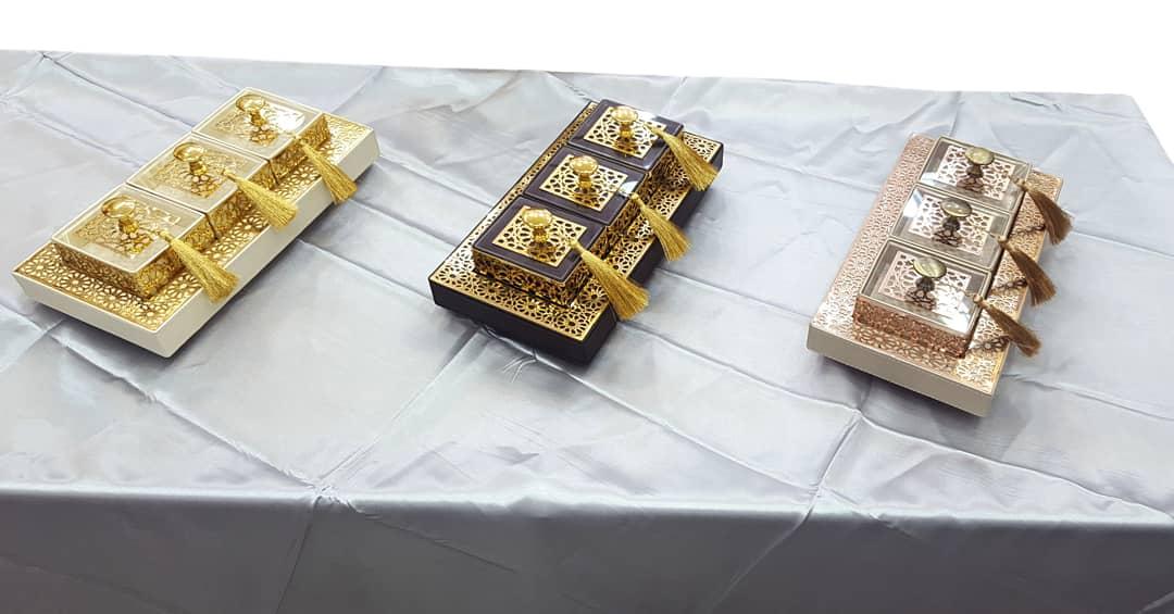 Plateaux Avec trois boites Mini