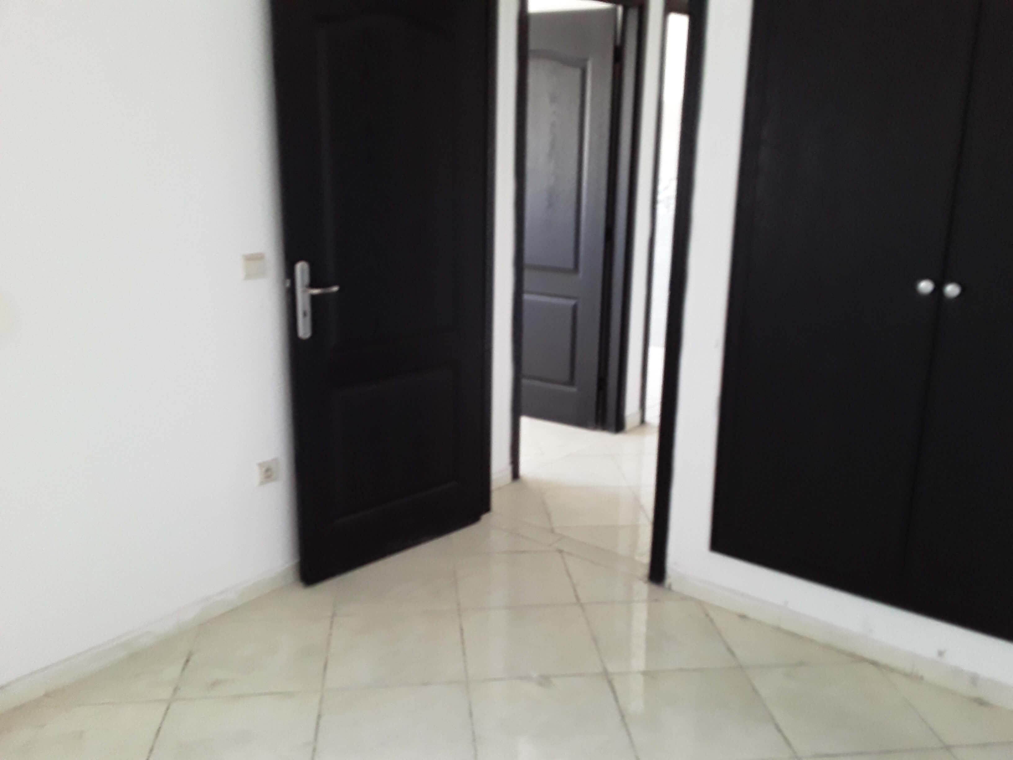 à vendre un appartement composé d'un salon, de deux pièces, d'une cuisine et d'une salle de bains de 51 m²