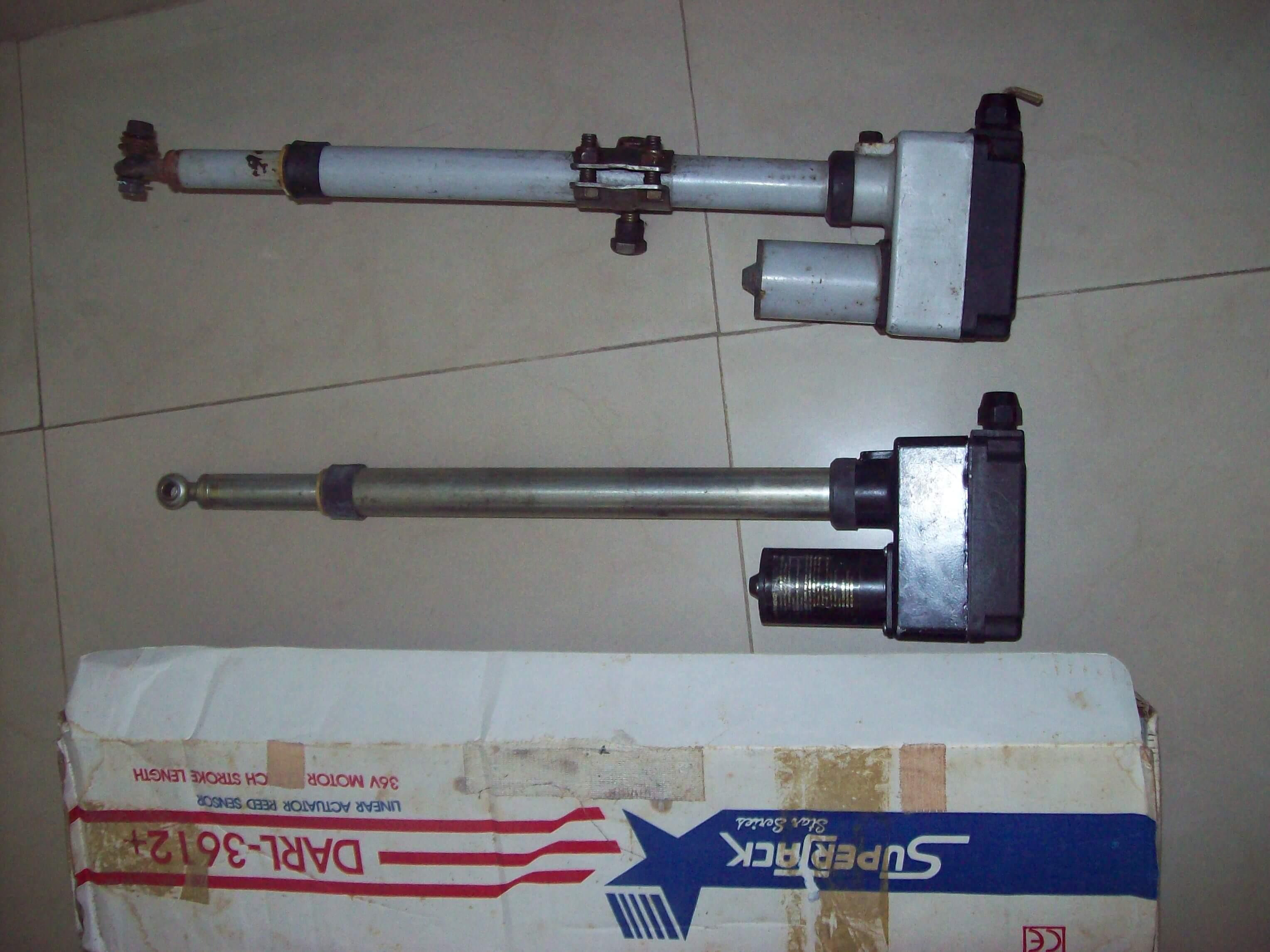 2 moteurs pour parabol.