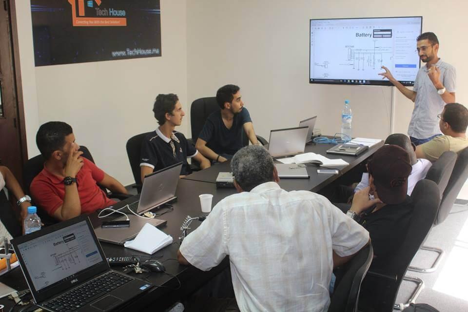 دورة تكوينية في إصلاح وبرمجة الهواتف الذكية واللوحات الالكترونية