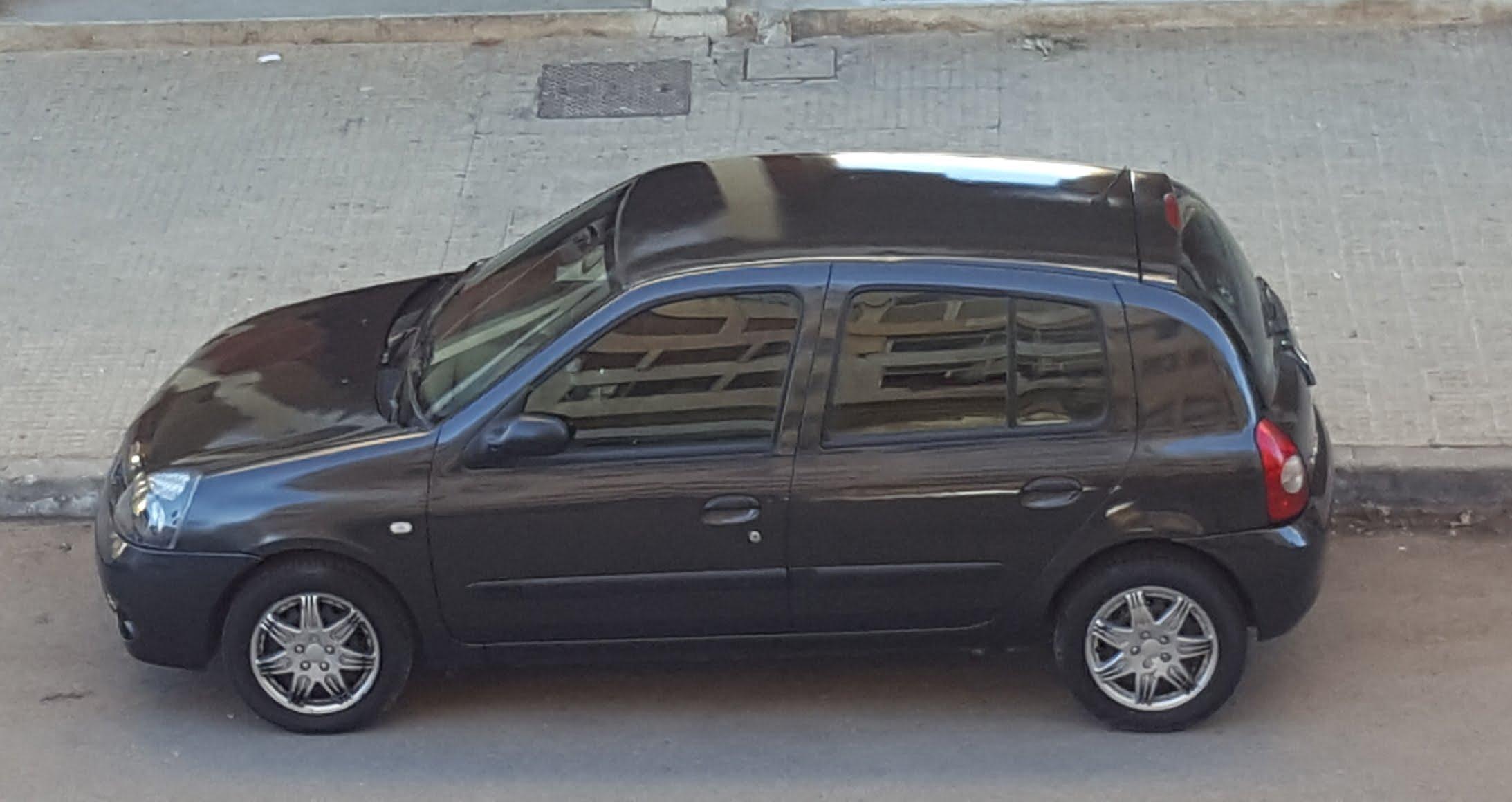 Renault Clio campus très bon état essence à faible consommation