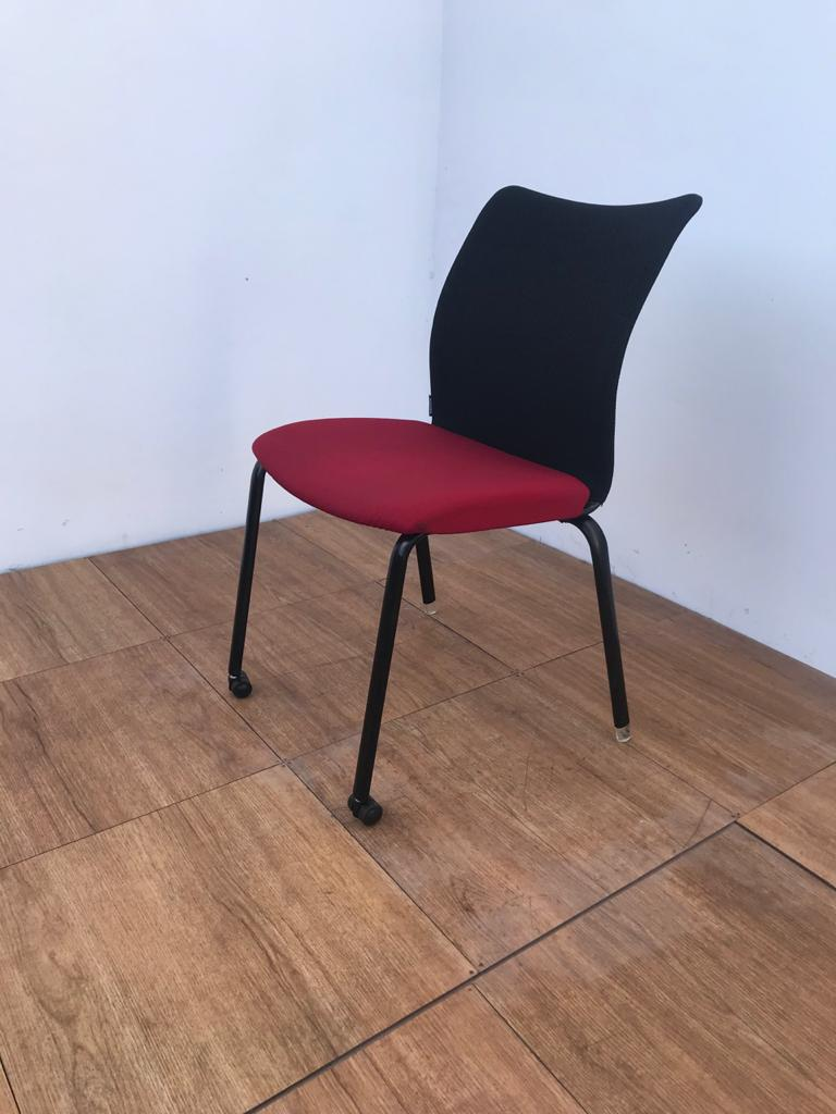 Chaise accueil ADD FORM ROUGE EN TISSUS EMPILABLE
