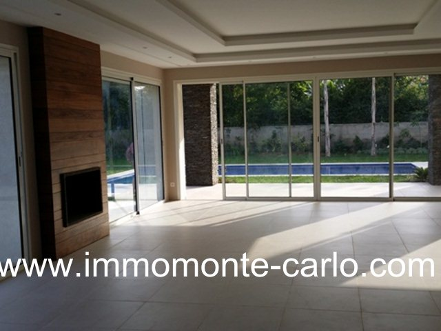 Villa haut standing neuve avec piscine et chauffage central à Souissi