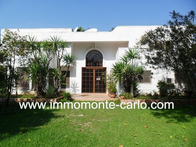 Location villa avec jardin paysagé à Souissi RABAT