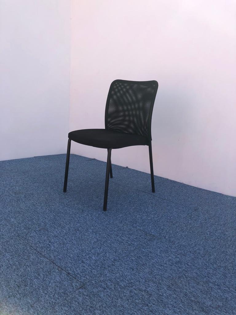 Chaise visiteur,accueil fixe dossier résille