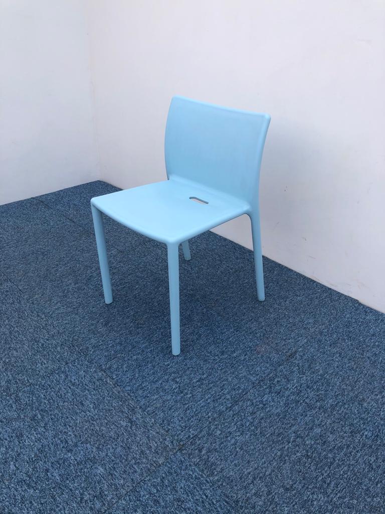 Chaise visiteur Magis-chaise Air bleu ciel