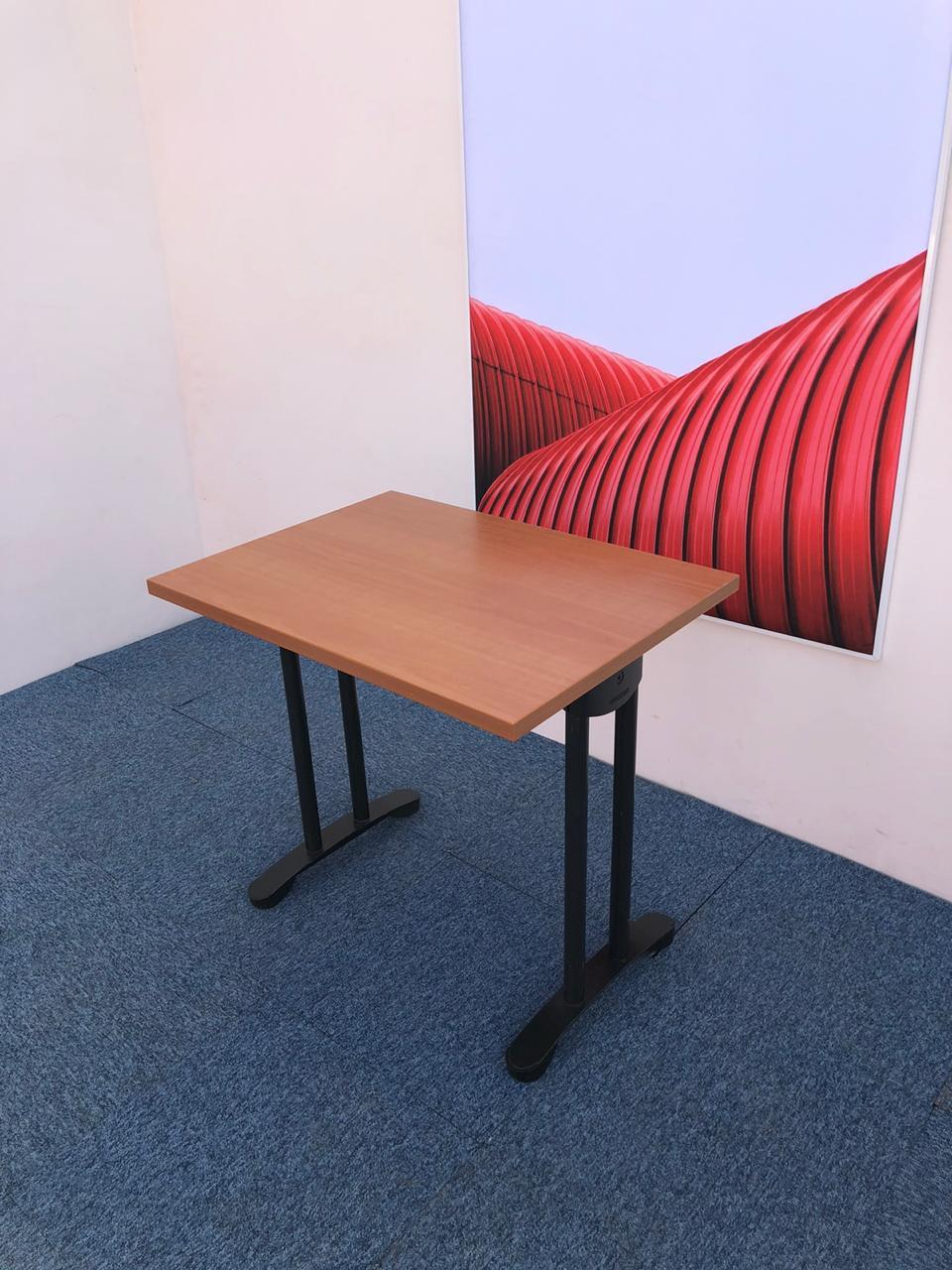 Petit bureau professionnel Haworth 80cm