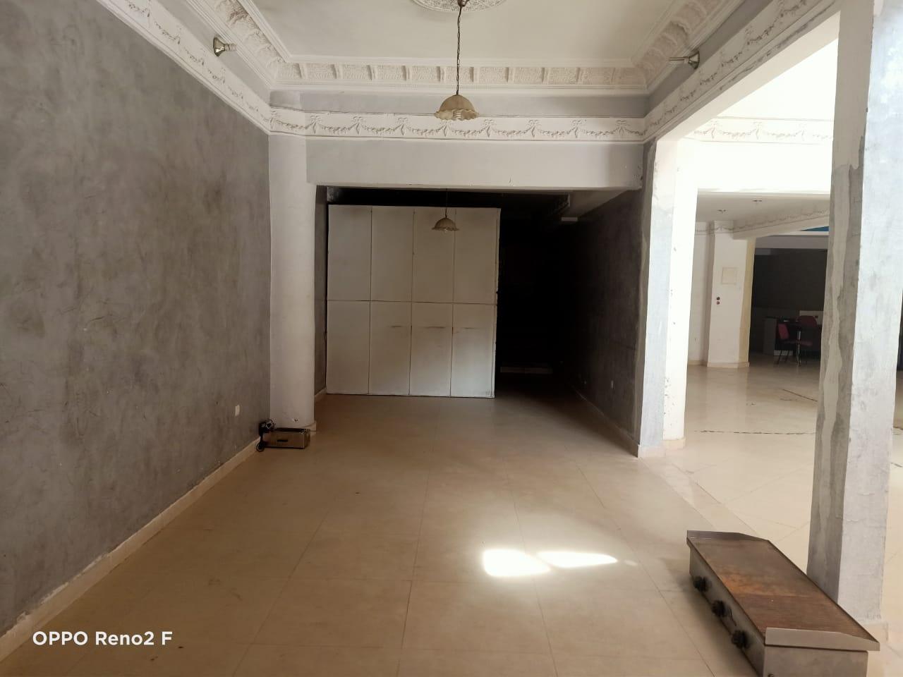 Magasin et Show Room en location