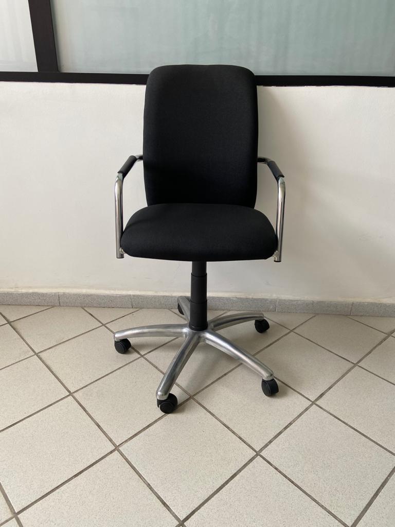 Chaise à roulette avec accoudoir MB