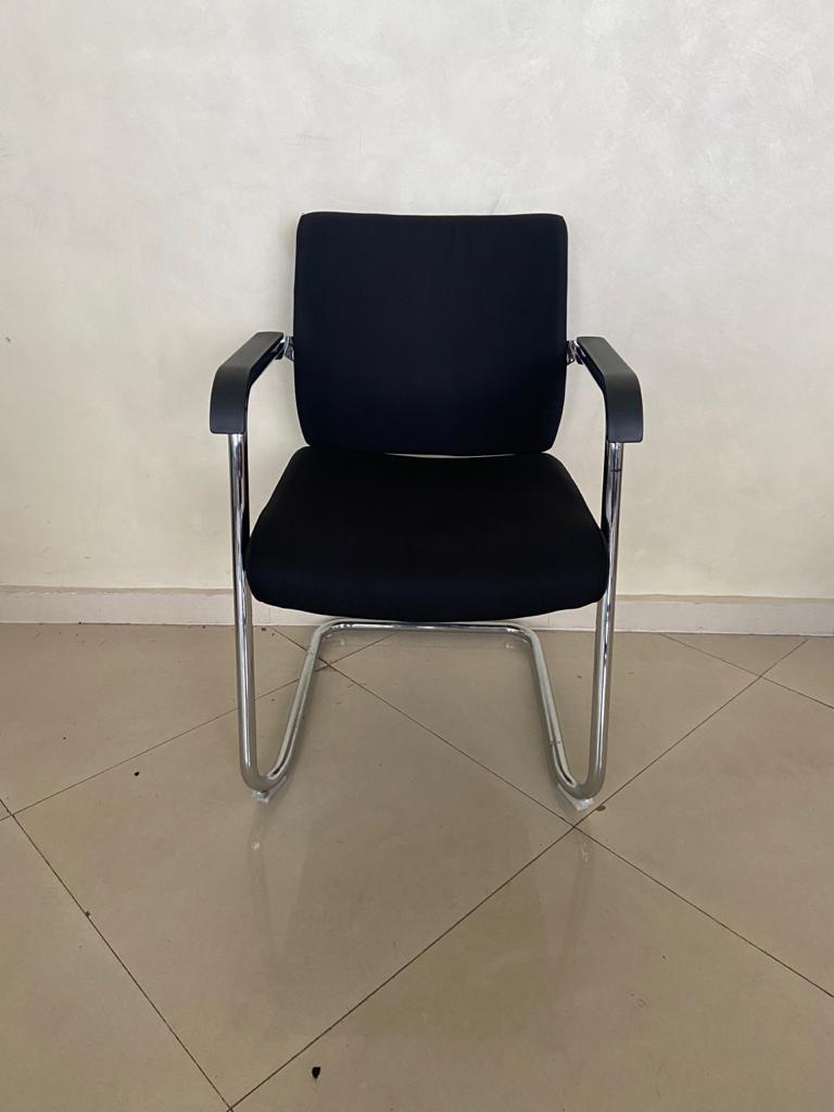 Chaise visiteur avec accoudoirs MB en tissus