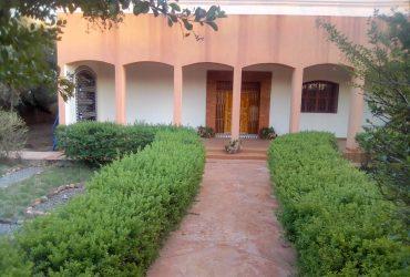 fermette titrée sur 6600 m2 avec villa à 30 km de Marrakech