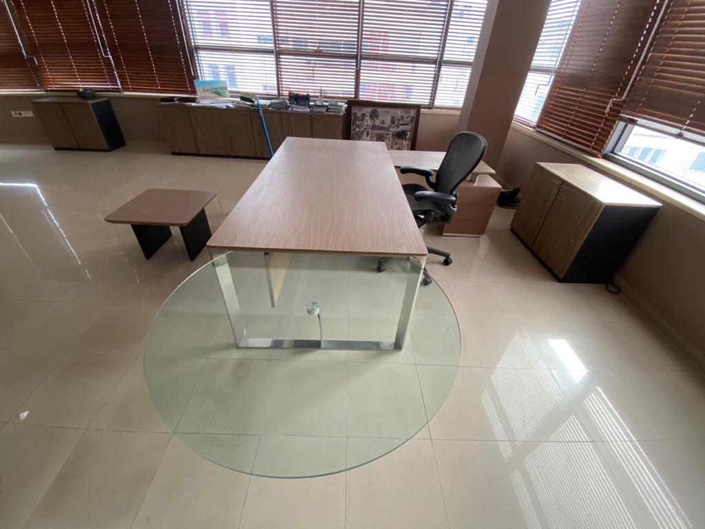 Bureau de direction en verre et Inox 300x210cm