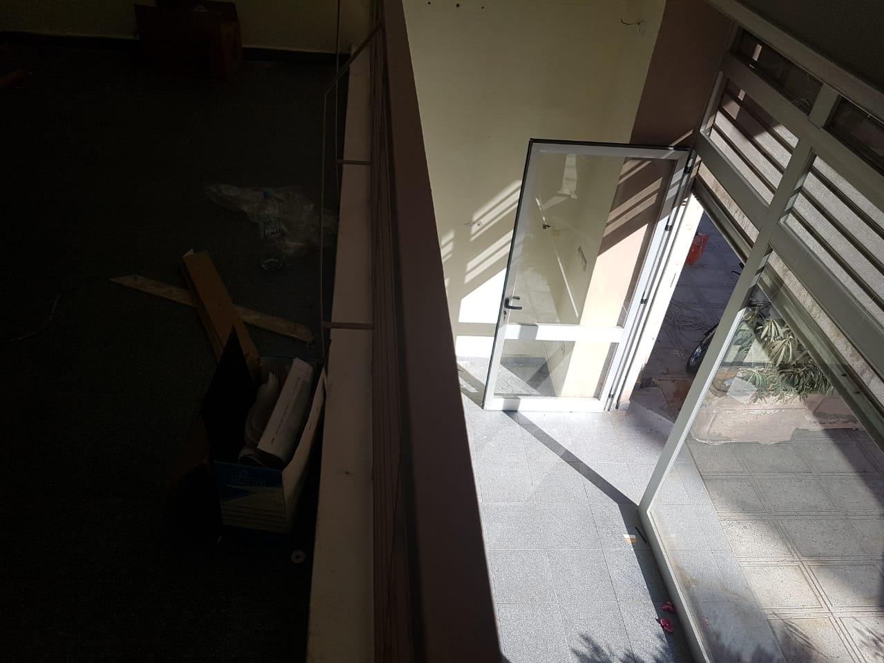 local commercial avec mezzanine en location