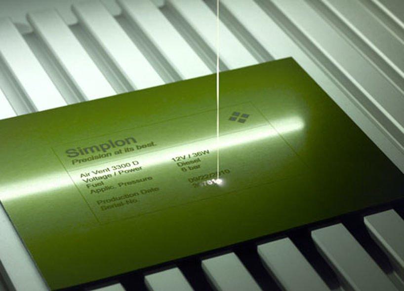 Marquage du métal avec un laser fibré