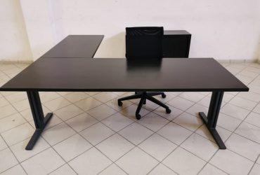 Bureau angle de direction armoire et chaise