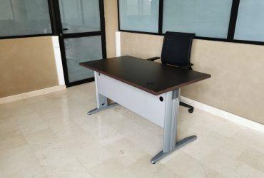 Bureau 140x80cm droit chaise ergonomique Sedus