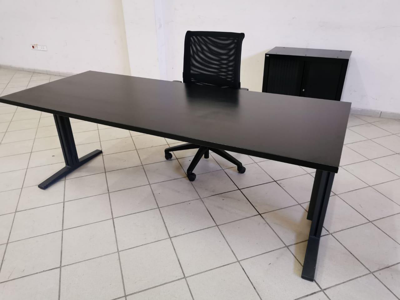 Bureau droit noir mat 200x80cm chaise et armoire