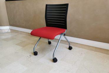 Chaise pliante please Steelcase tissus roulette