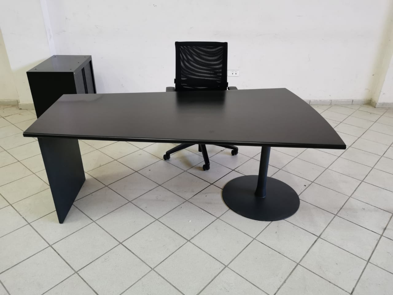 Ensemble bureau bois direction armoire basse et chaise