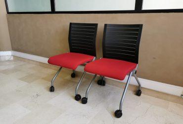Ensemble deux chaise visiteur pliable Steelcase roulette rouge