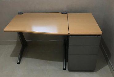 Bureau Pro steelcase avec caisson 3 tiroirs