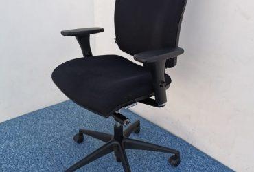 Chaise à roulette Navailles noir accoudoir 3D