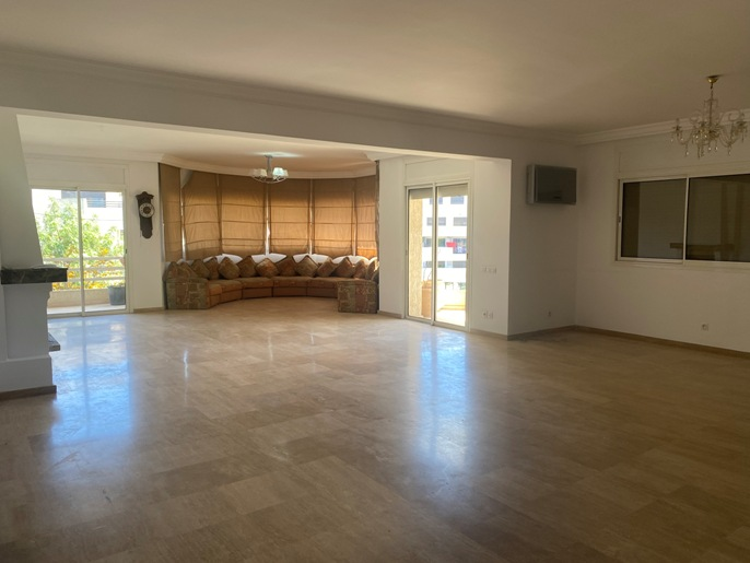 Location d'un appartement vide à Hay Riad
