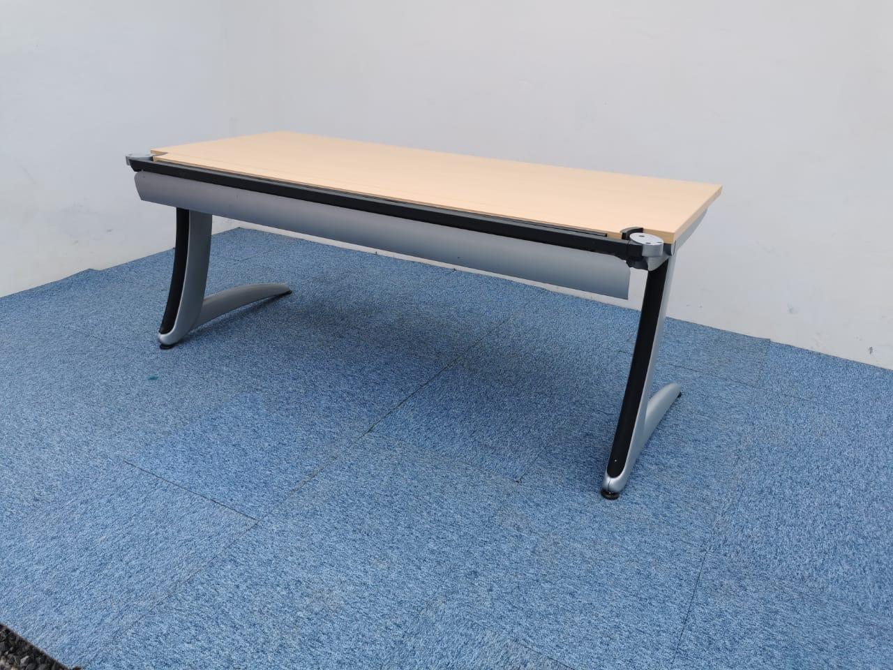Bureau droit Steelcase 160x80cm pied L