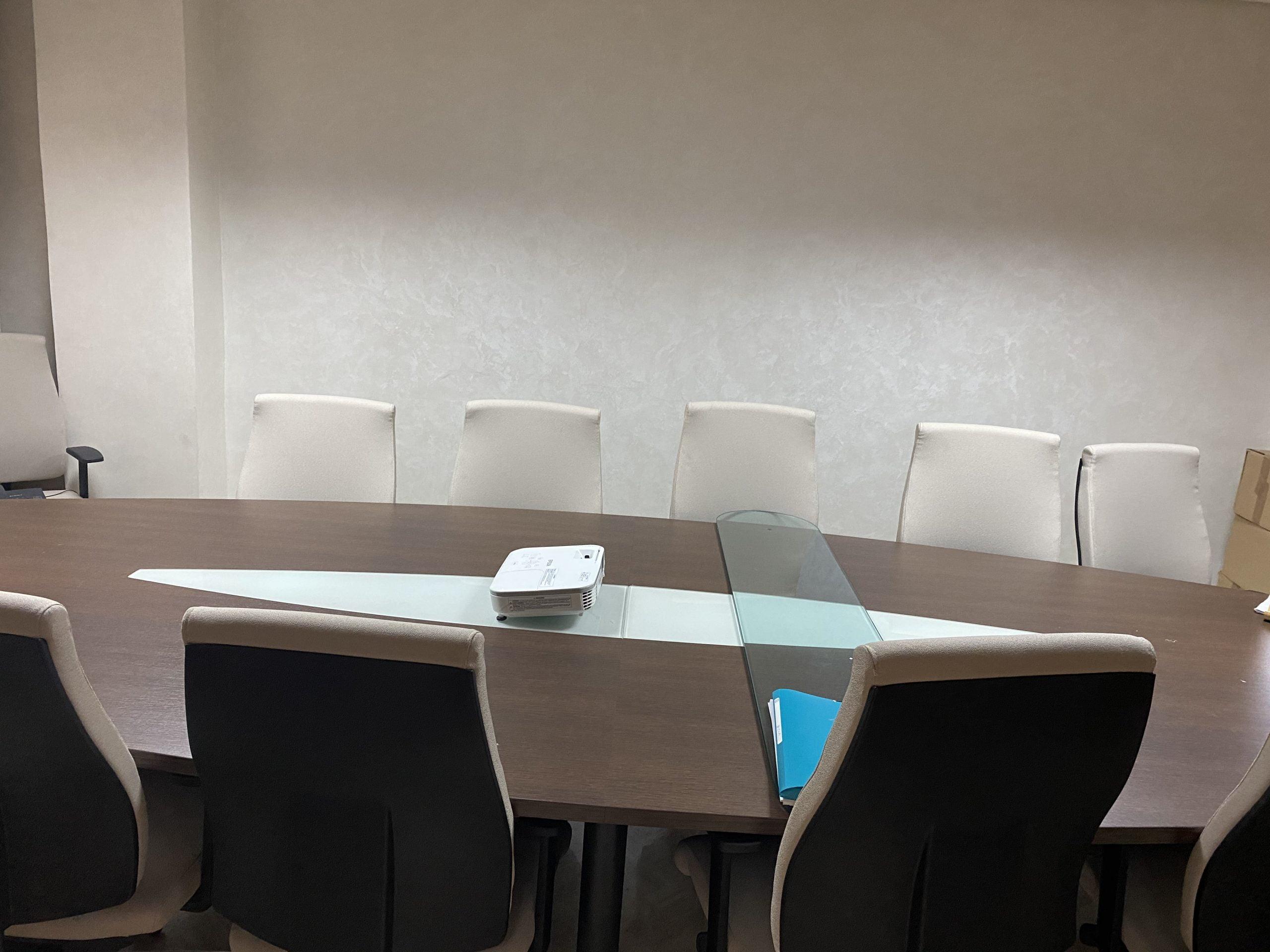 Vente d'un très beau bureau avec un studio attenant très bien situé et bien agencé et aménagé