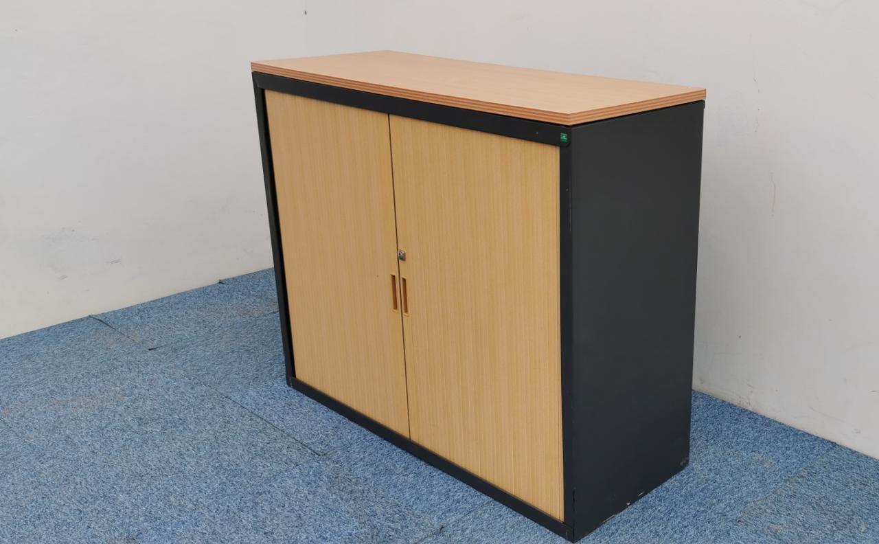 Armoire basse bi-color Marron-noir à rideaux 120x100cm