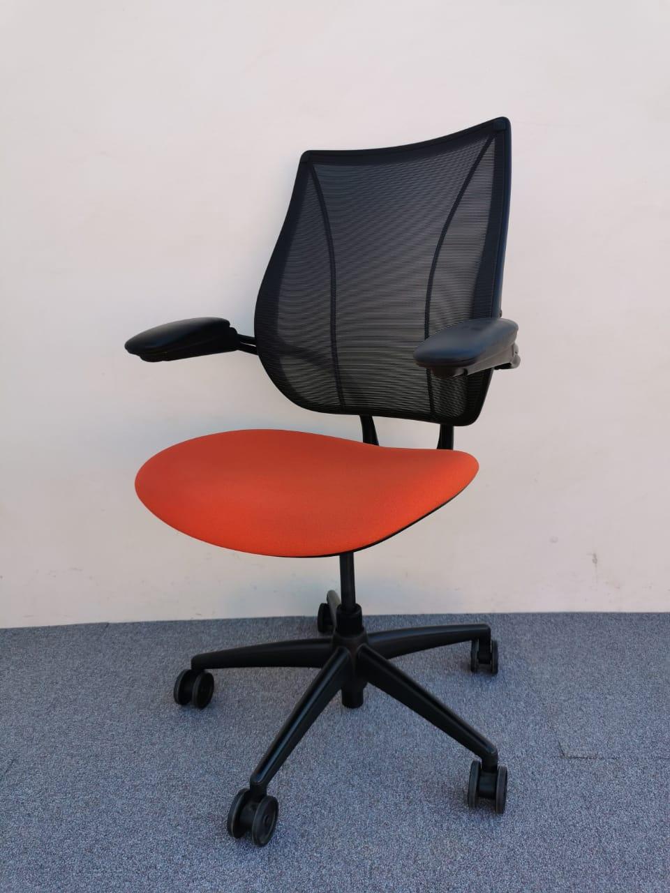 Chaise à roulette Humanscale orange