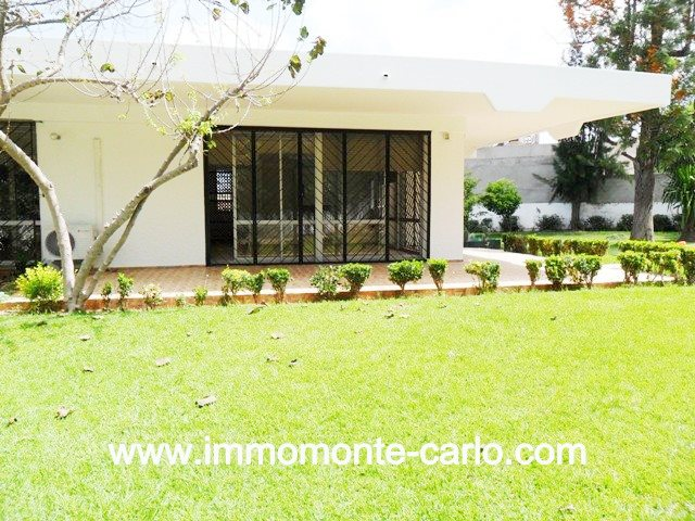 Location villa avec piscine, chauffage central à SOUISSI Rabat
