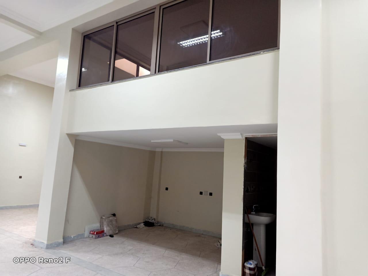 magasin en location 400 m² en plein quartier industriel