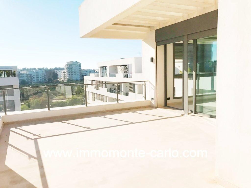A vendre appartement de standing  avec  grande terrasse Souissi