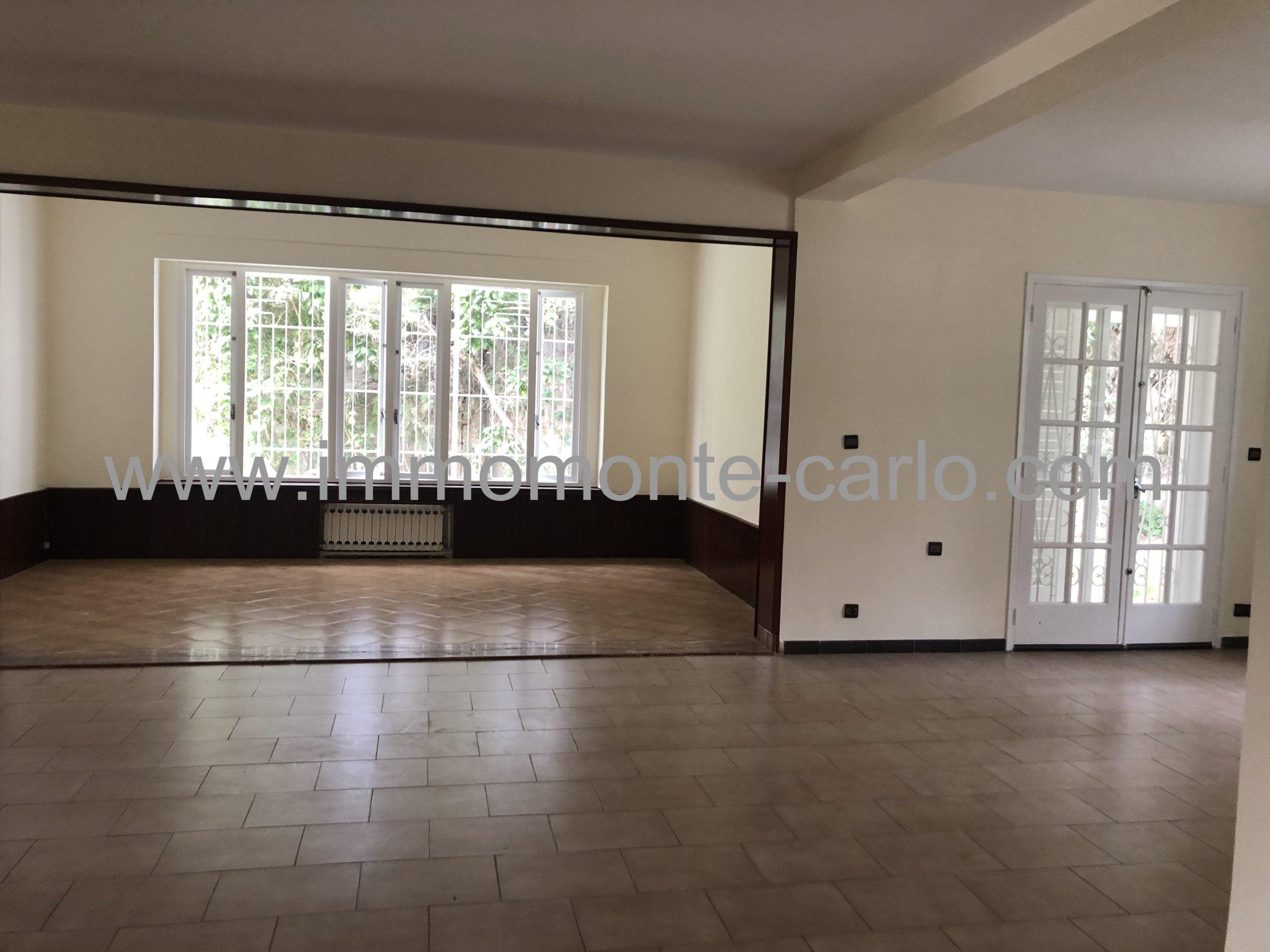 Villa à louer avec piscine  et chauffage central à Souissi RABAT